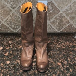 Very nice pair of brown Frye boots size 8 medium